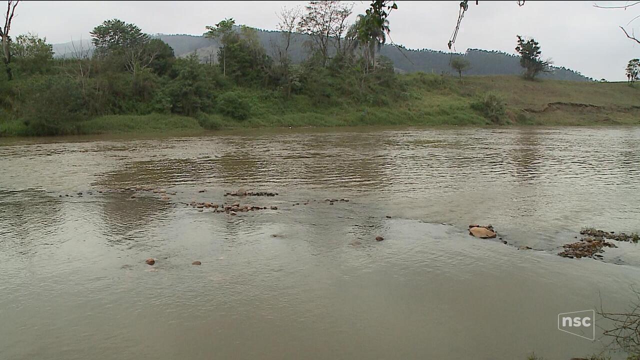 Bombeiros procuram duas crianças que desapareceram em rio no Sul de SC