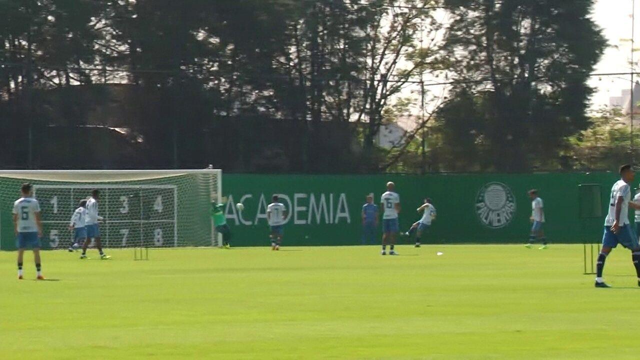 Jailson faz duas grandes defesas em sequência em treino do Palmeiras