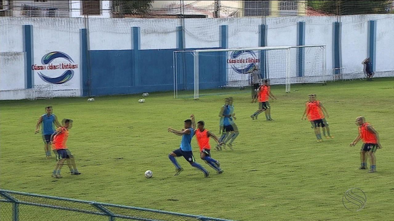 Confiança faz último treino antes da viagem para Recife, onde enfrentará o Santa Cruz