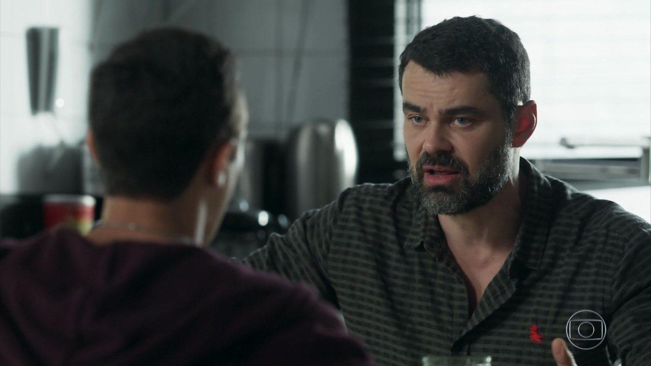 Veja uma cena de Rafael e Márcio em 'Malhação'
