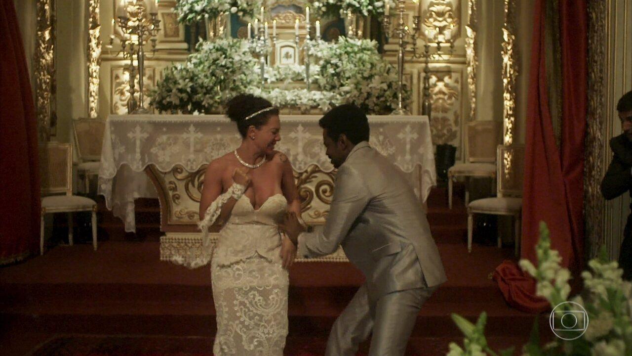 Roberval xinga Cacau e rasga vestido de noiva no meio da igreja
