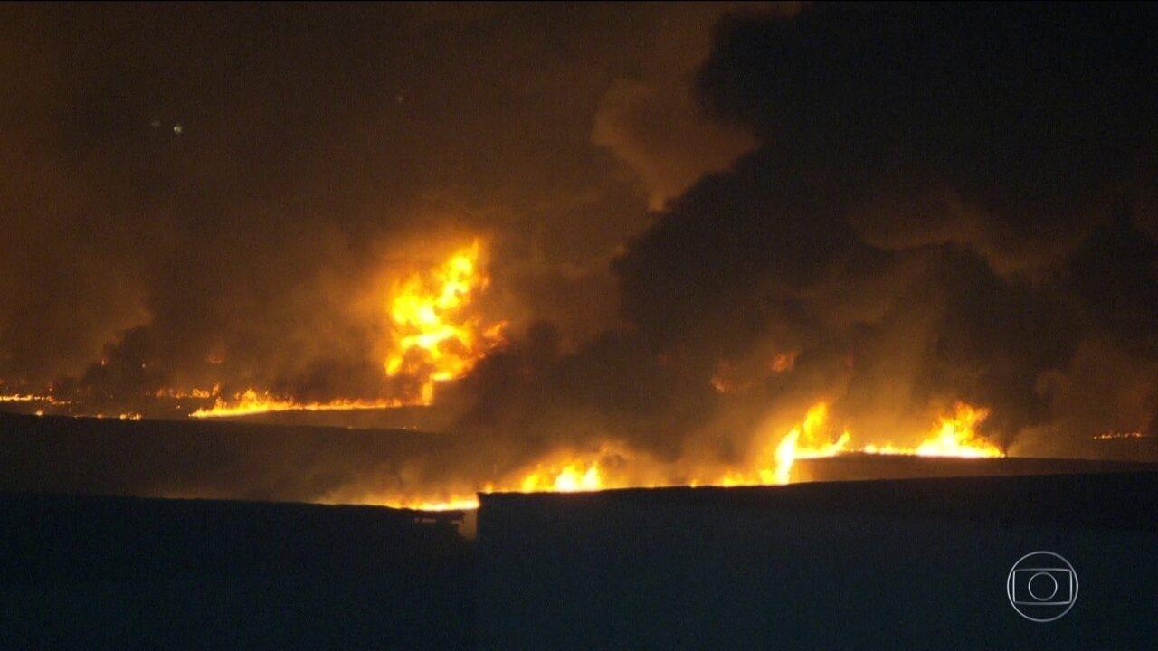 Incêndio destrói pavilhão 3 do Riocentro, no Rio