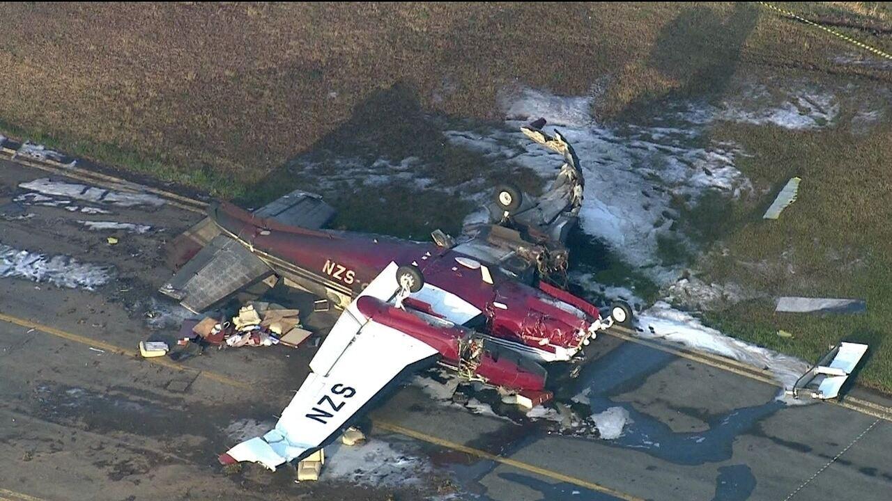 Avião que caiu em SP é retirado da pista do Campo de Marte