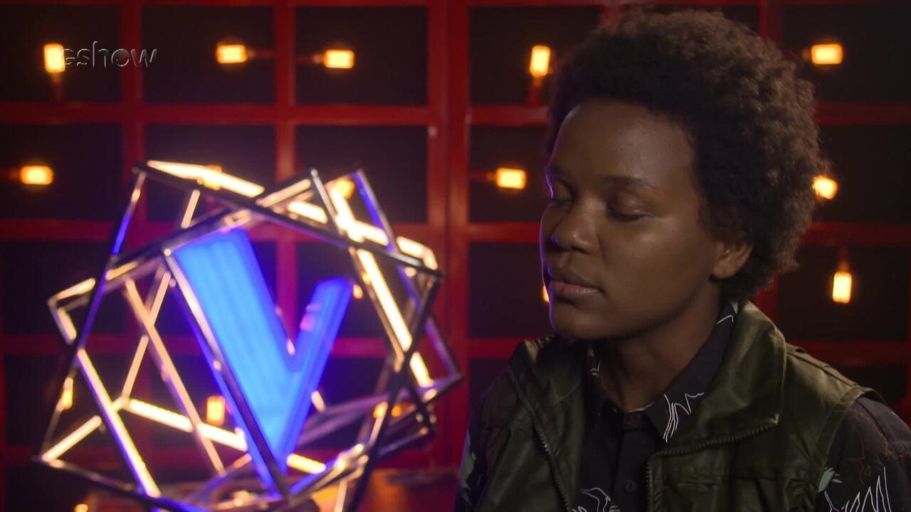 Confira a emoção de Priscila Tossan instantes antes de subir ao palco do 'The Voice'