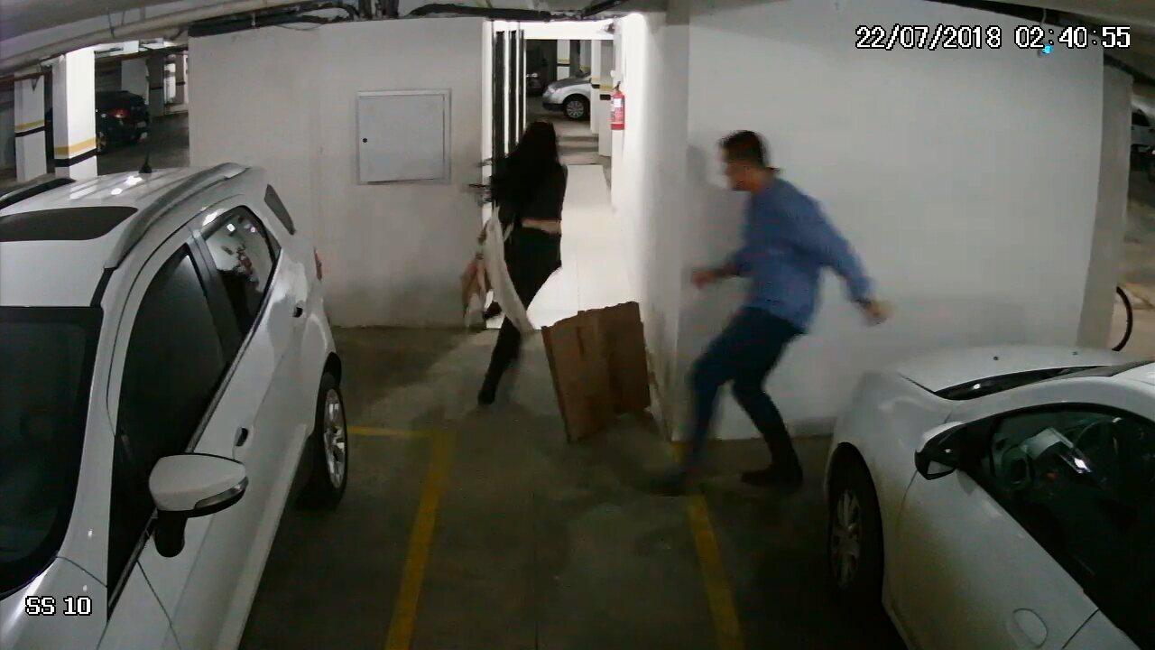 Vídeo mostra Tatiane entrando correndo no elevador para fugir, diz polícia