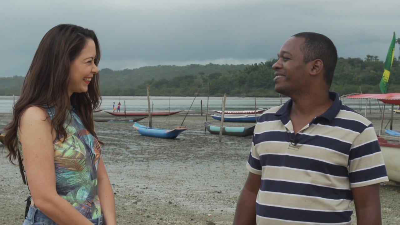 A repórter Briza Menezes faz um passeio de barco pelas Ilhas das Fontes e Ilha de Cajaíba