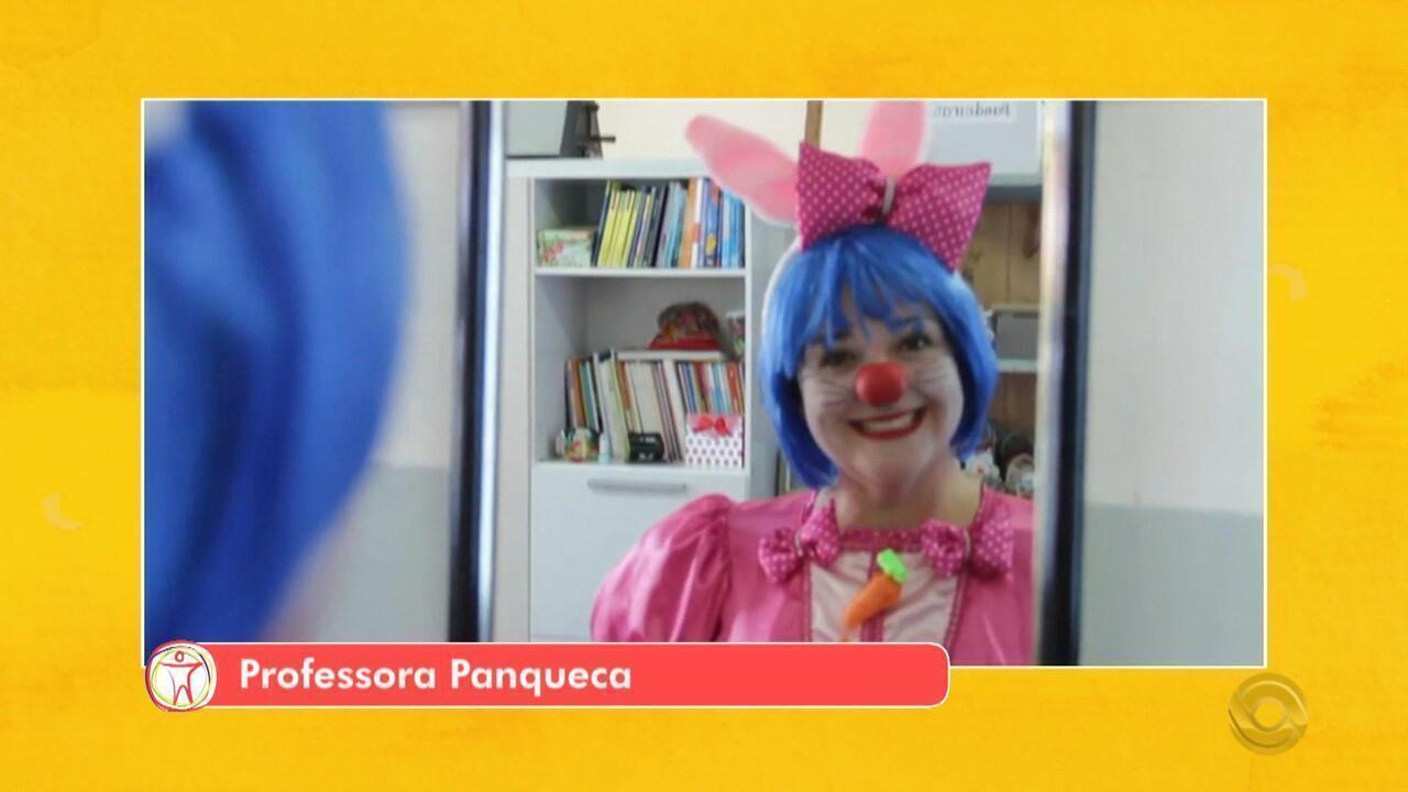 Para incentivar a leitura entre crianças, educadora cria o personagem Professora Panqueca