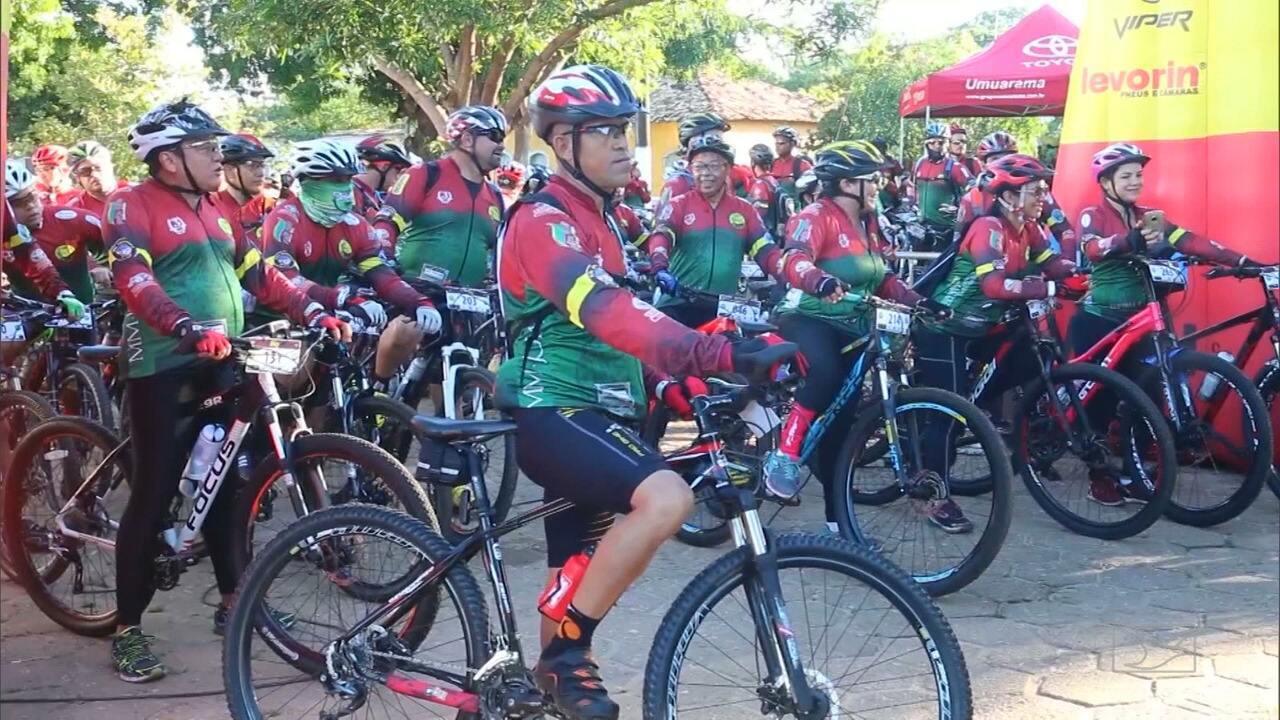 Os ciclistas que fazem trilha na Chapada das Mesas