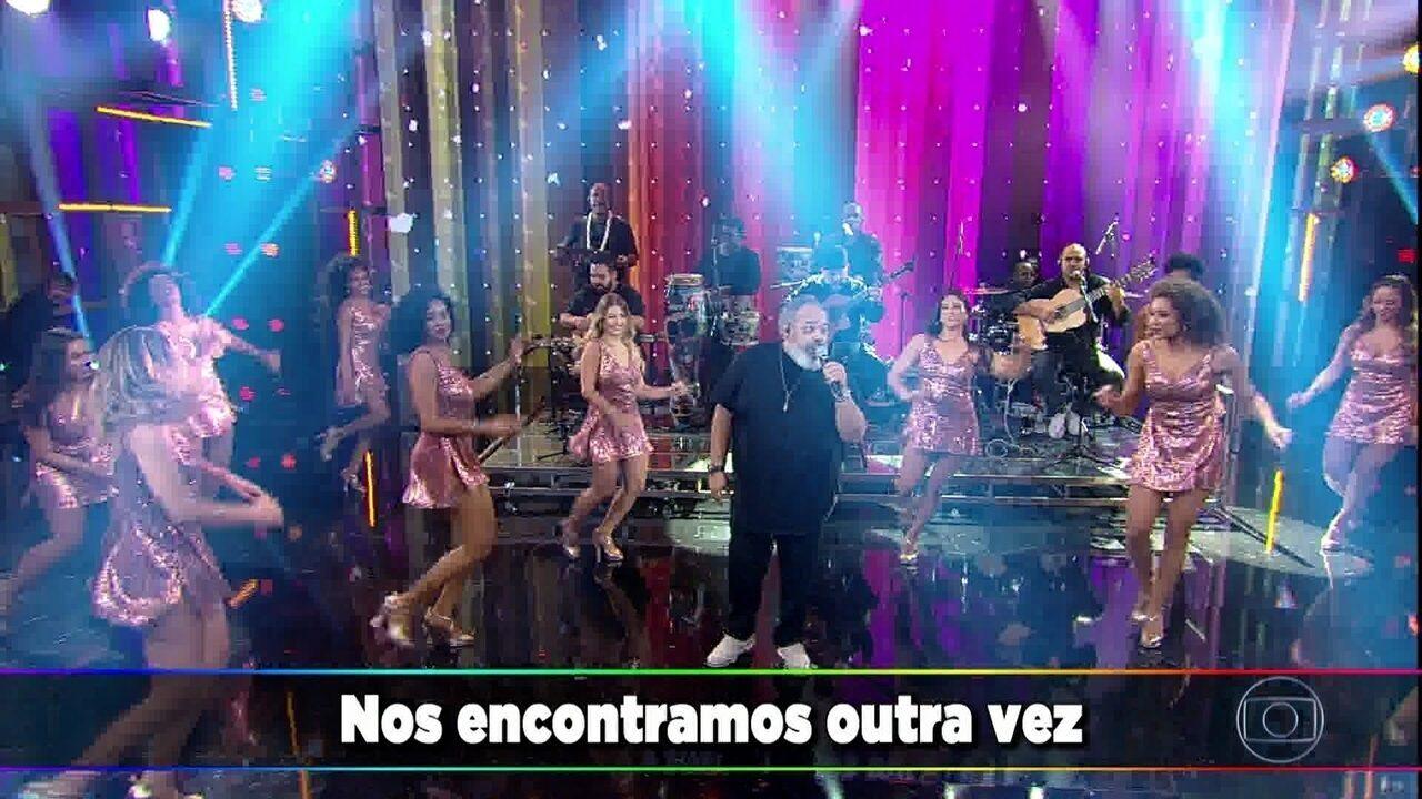Jorge Aragão canta 'Do Fundo do Nosso Quintal'