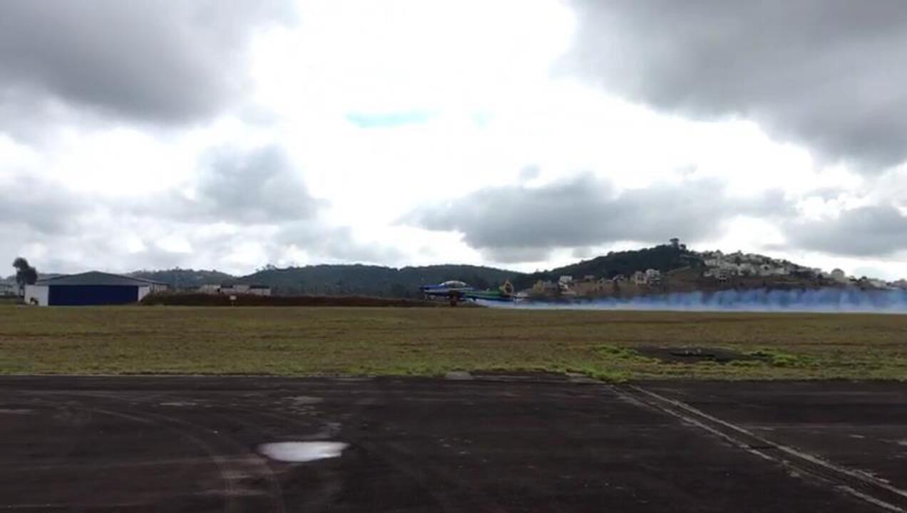 Esquadrilha da Fumaça decola do Aeroporto da Serrinha em Juiz de Fora