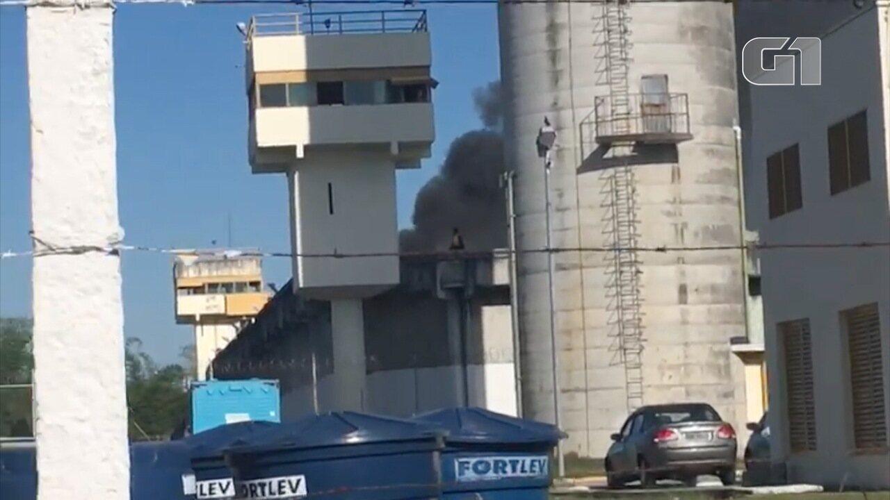 Vídeo mostra presos durante motim em Taubaté