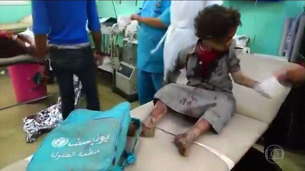 Bombardeio atinge ônibus com crianças no Iêmen