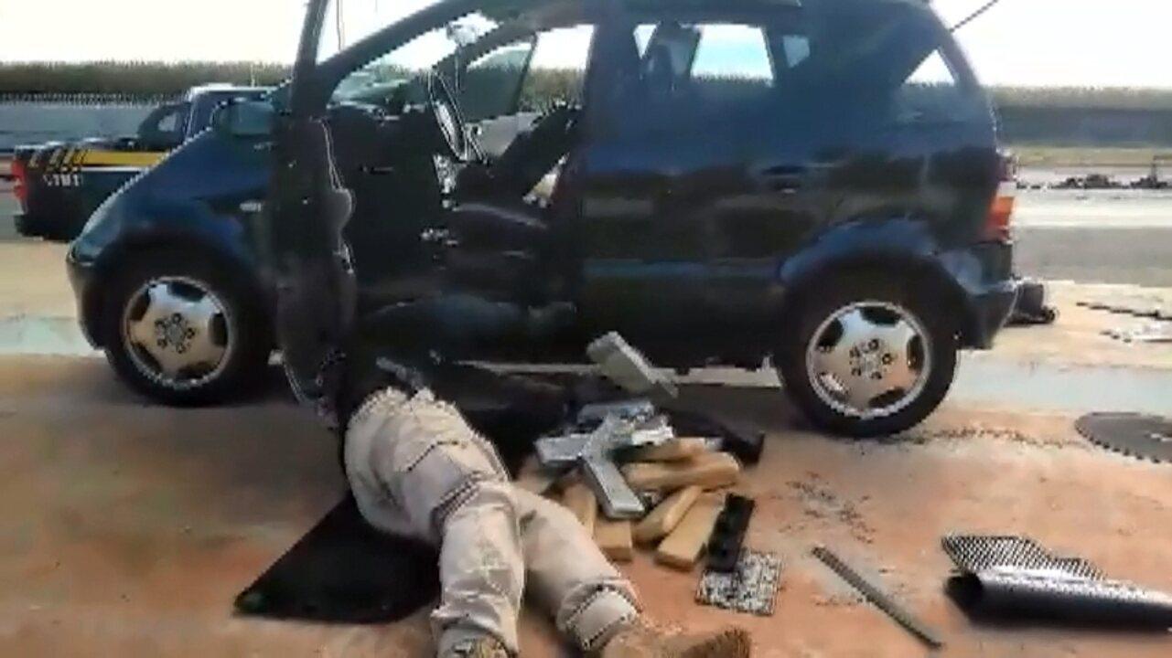 Droga é apreendida em fundo falso de carro que passava por Cascavel