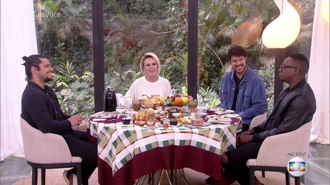 José Loreto, Bruno Gissoni, Mumuzinho tomam café com Ana Maria