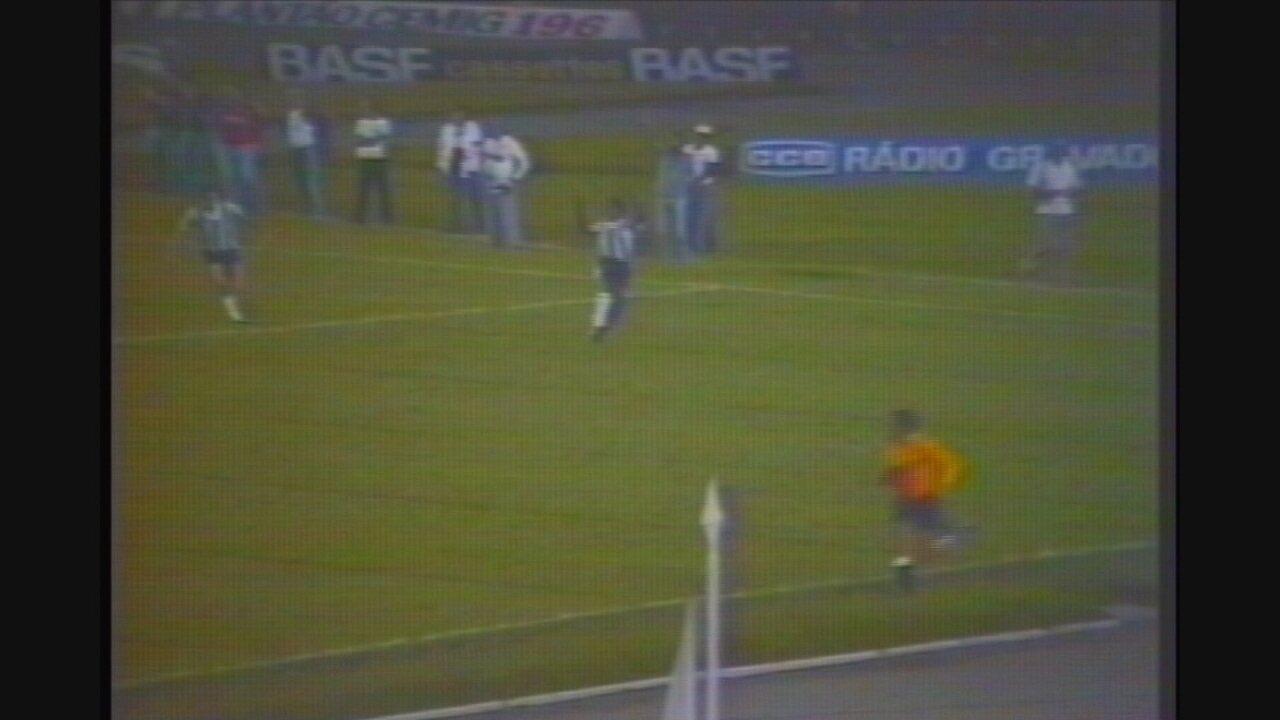 Vocë se lembra? Com gols de Reinaldo e Paulo Isidoro, Atlético-MG vence Santos, em 1985
