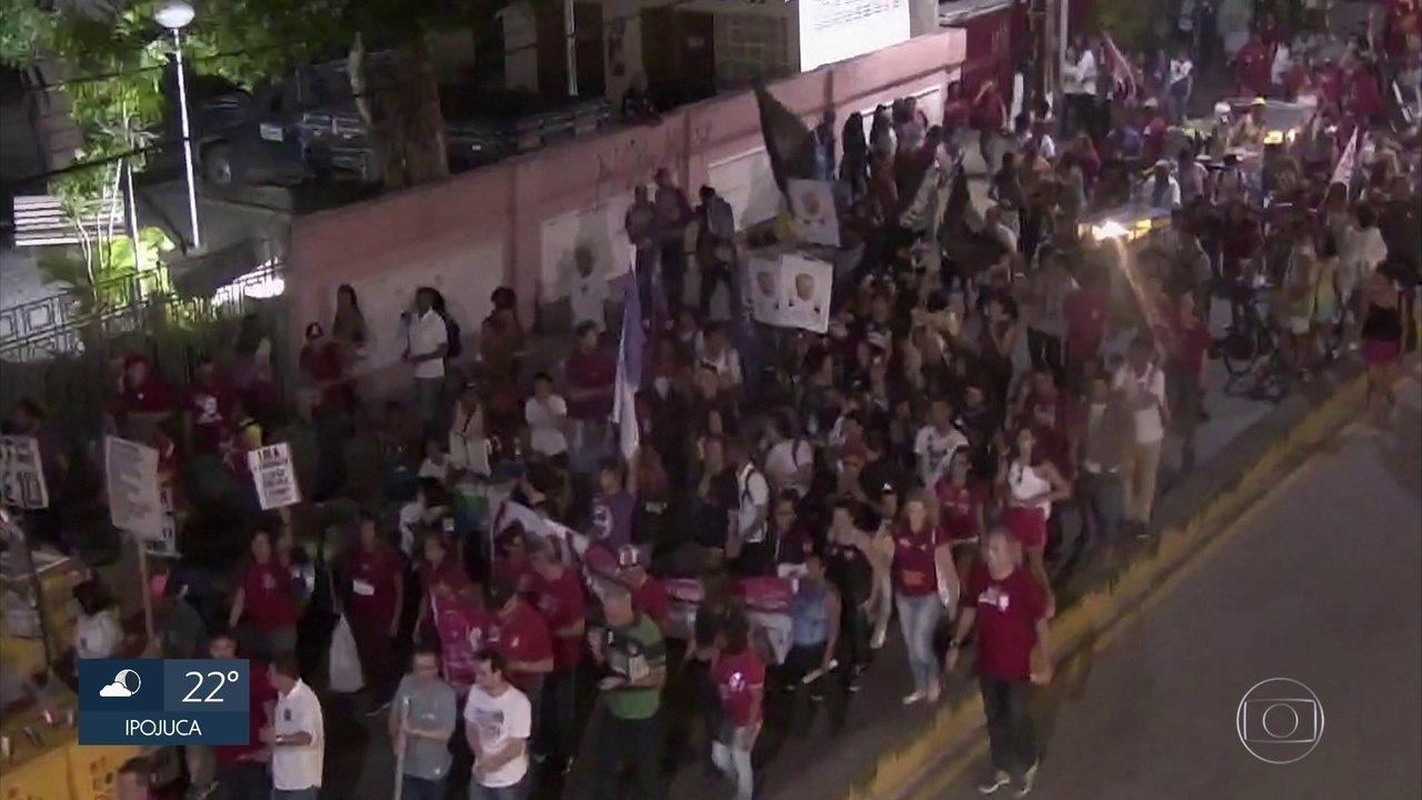 Manifestantes fecham vias no Recife