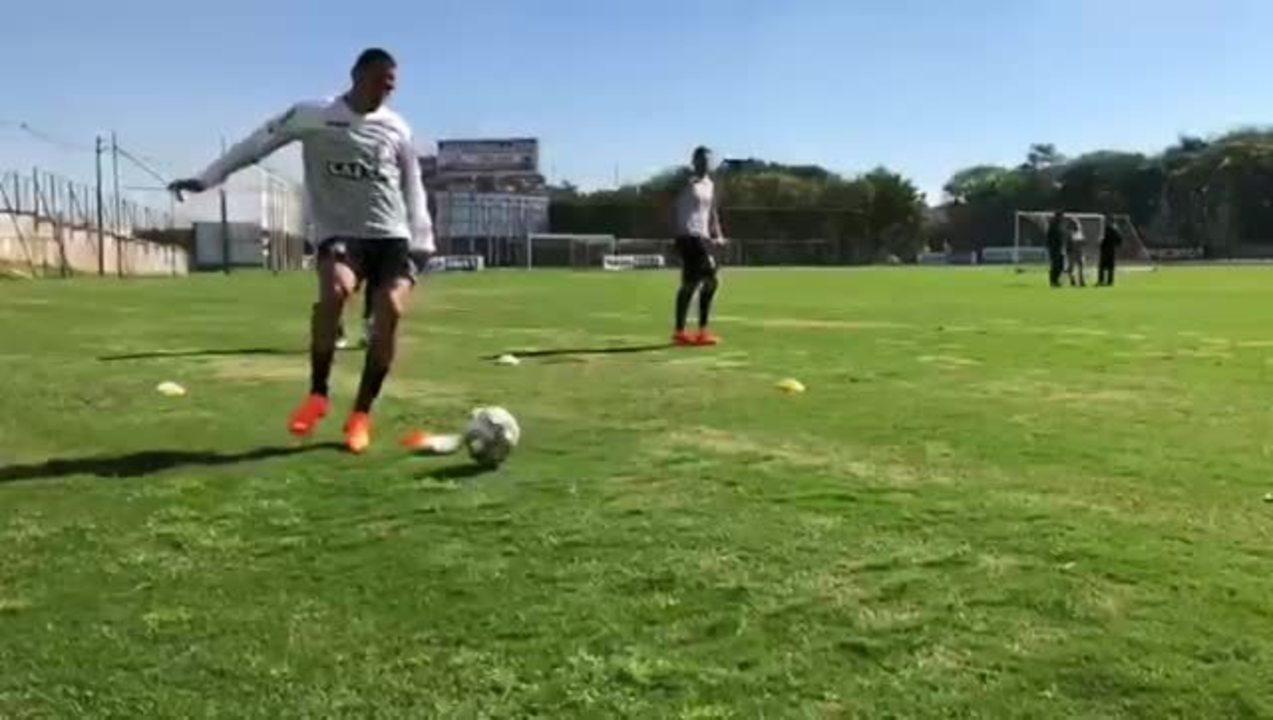 Em recuperação na Ponte Preta , Luis Fabiano  volta a treinar com bola