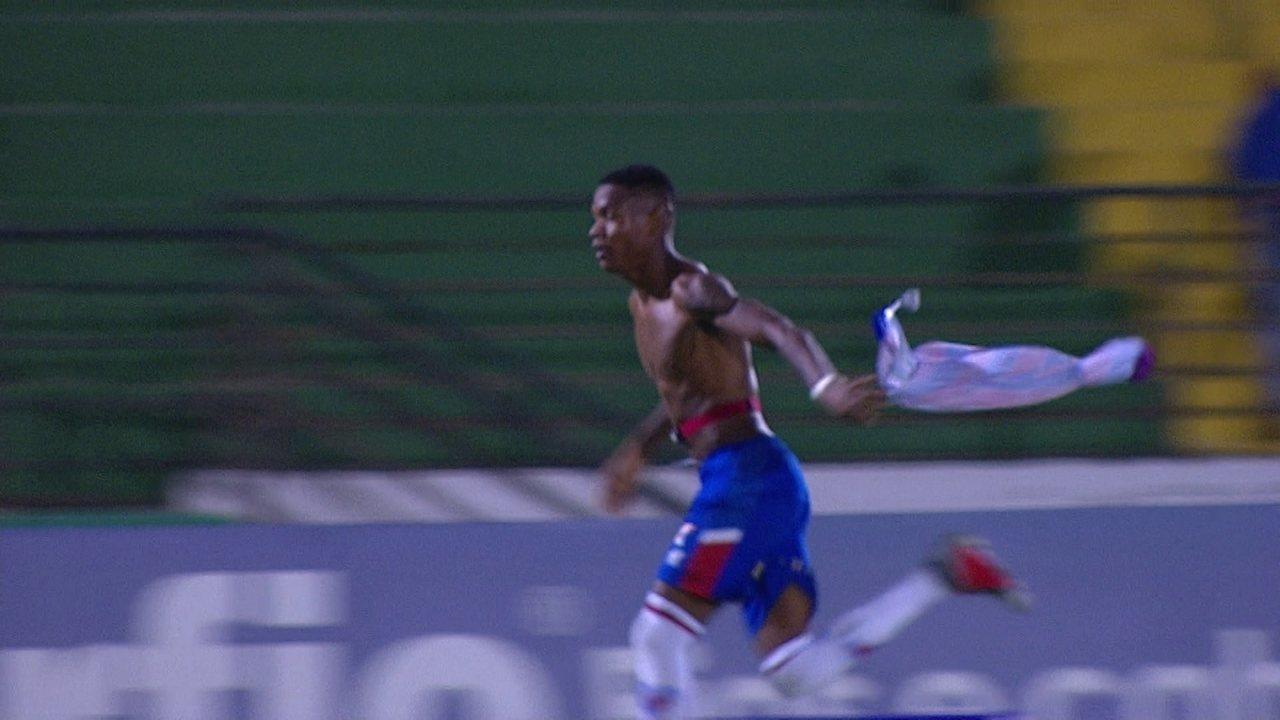 Gol do Fortaleza! Após ajeitada de cabeça, Marcinho marca gol da virada aos 48 do 2º tempo