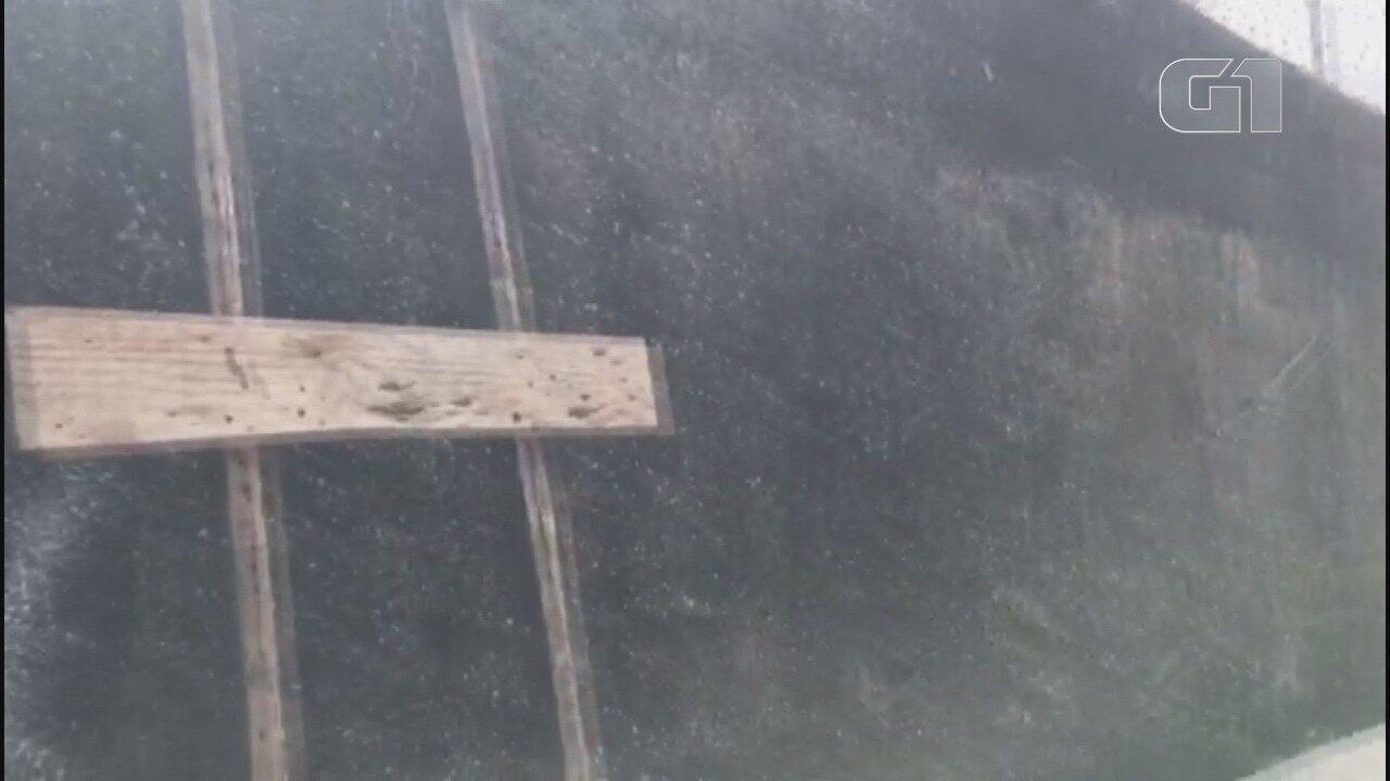Vídeo mostra o material particulado no ar, em Guarujá, SP