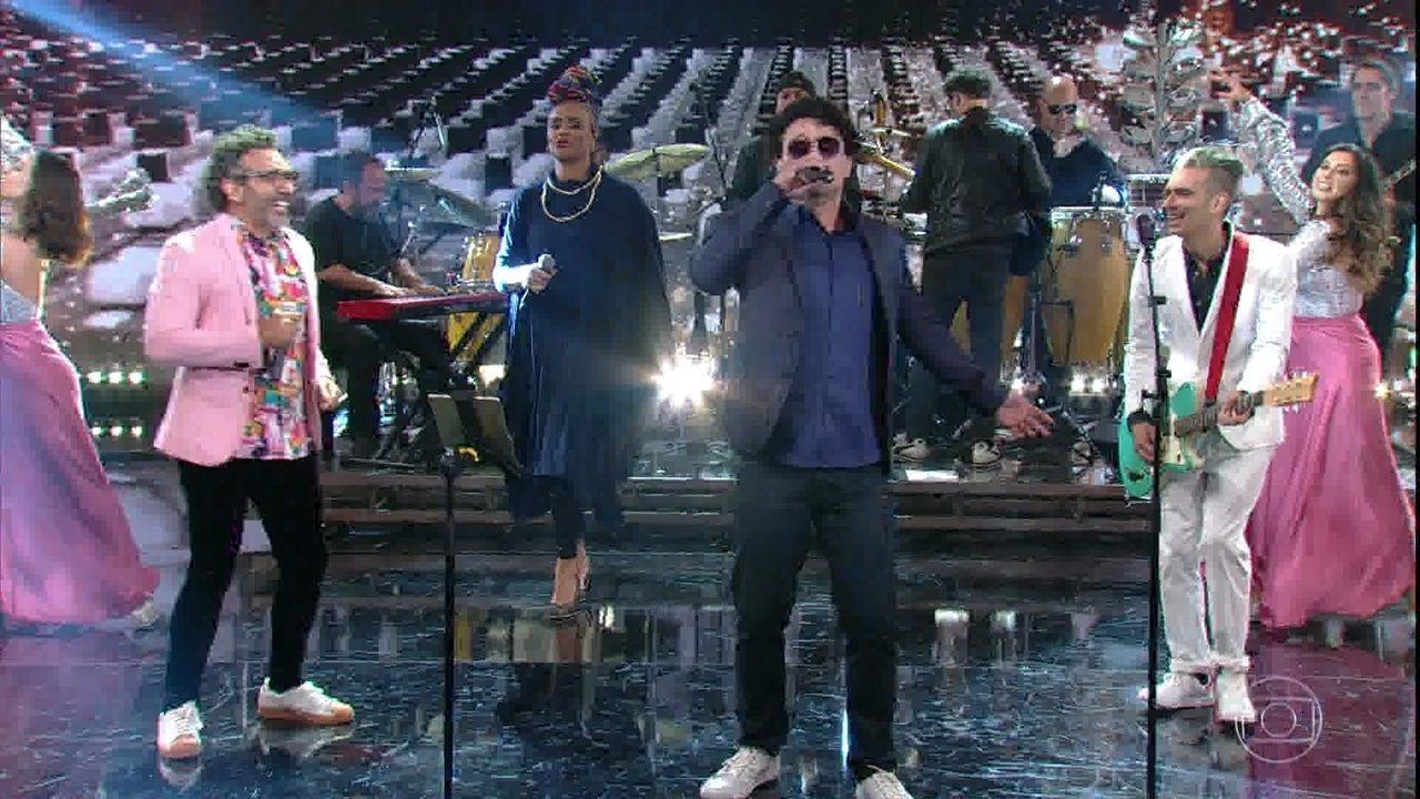 Léo Maia canta 'Gostava Tanto De Você'