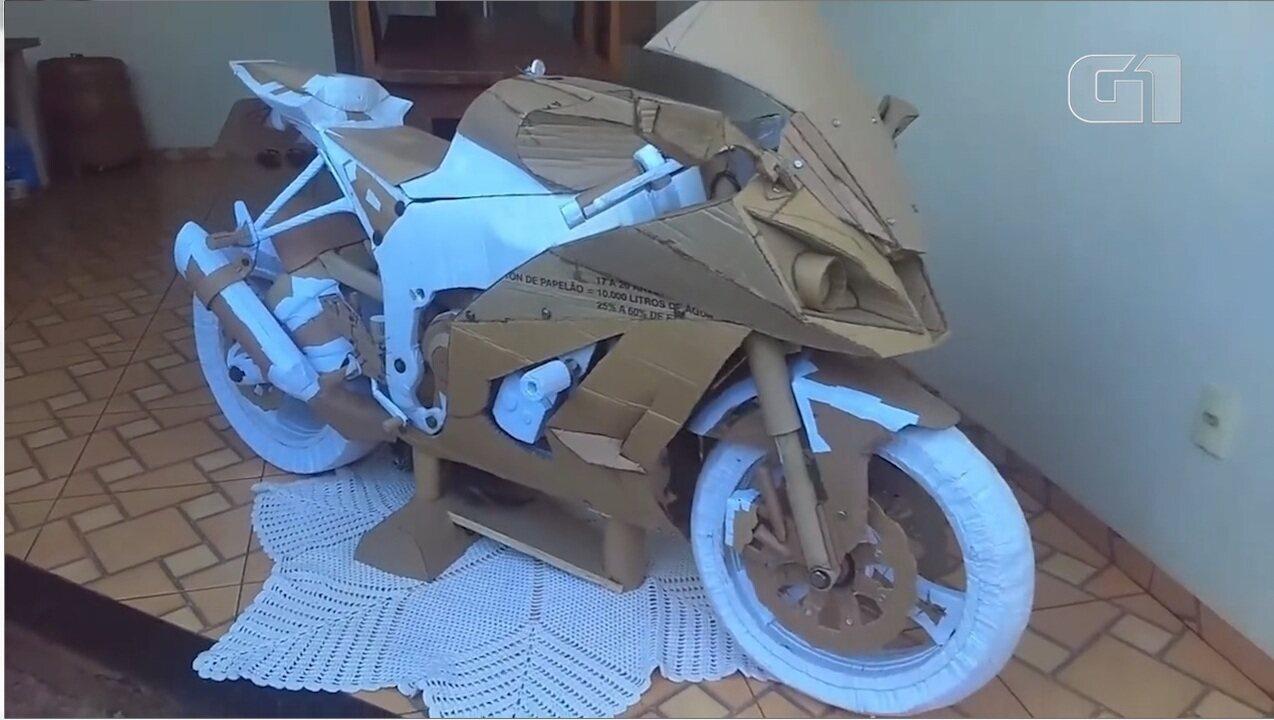 Conheça a moto de papelão feita por um jovem de Dourados, MS