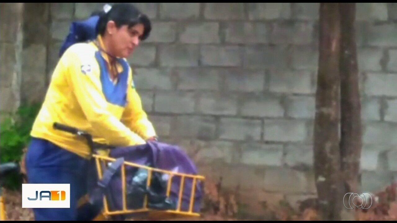 Carteira é flagrada rasgando correspondências, em Goiânia