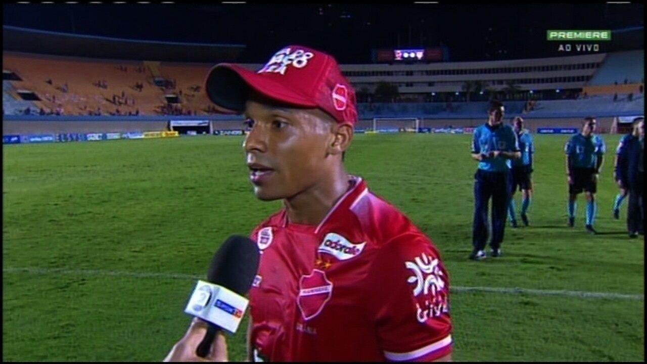 Mateus Anderson diz que sofreu pênalti no jogo contra o CRB