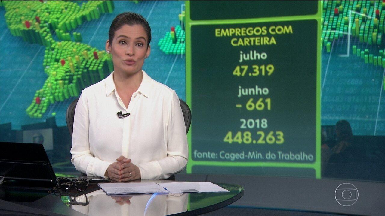 Economia brasileira volta a criar vagas com carteira assinada