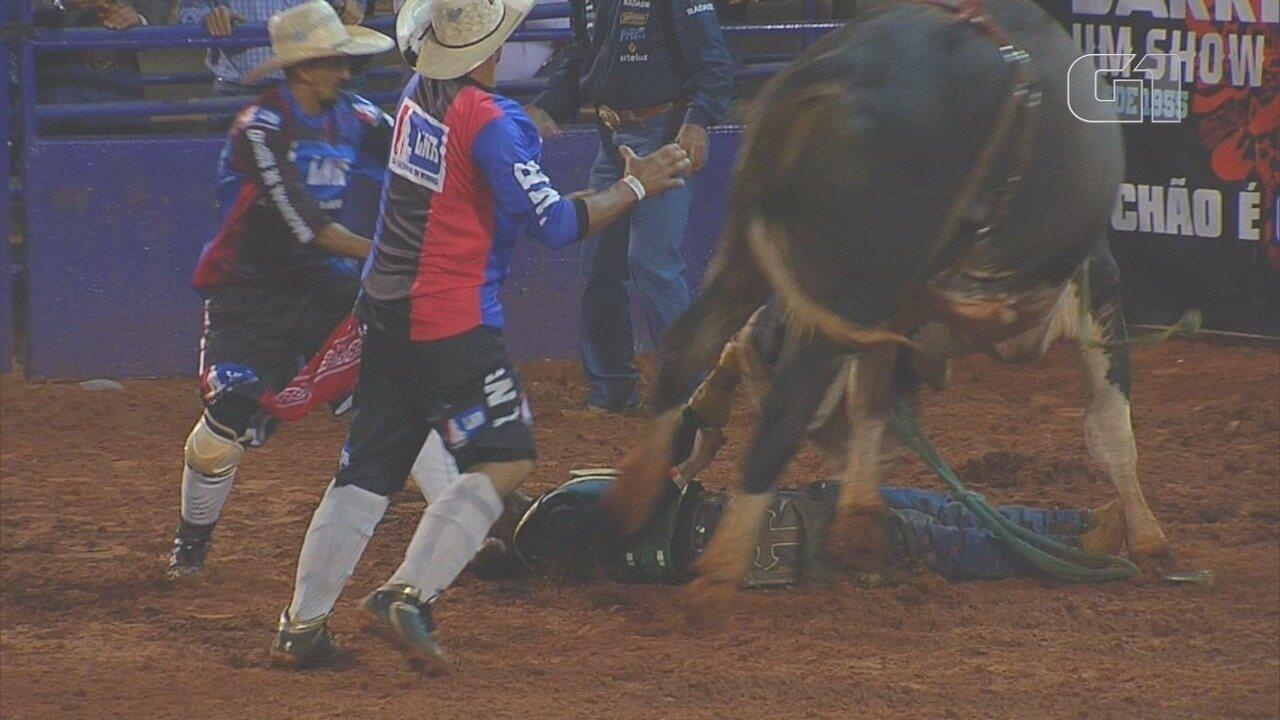 Peão desmaia na Arena de Barretos 2018 na noite desta sexta-feira (24)