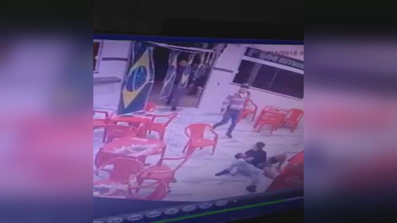 Homem com faca foi imobilizado por funcionários de lanchonete durante tentativa de assalto