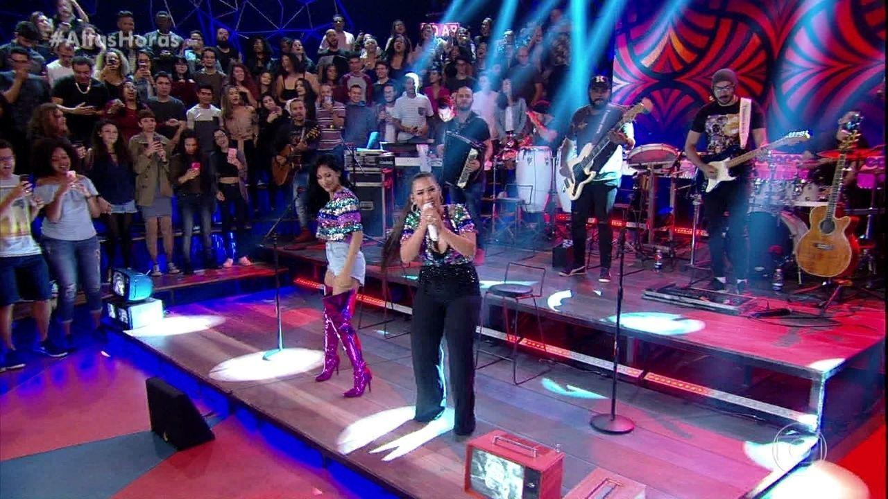 Simone & Simaria cantam 'Regime Fechado'