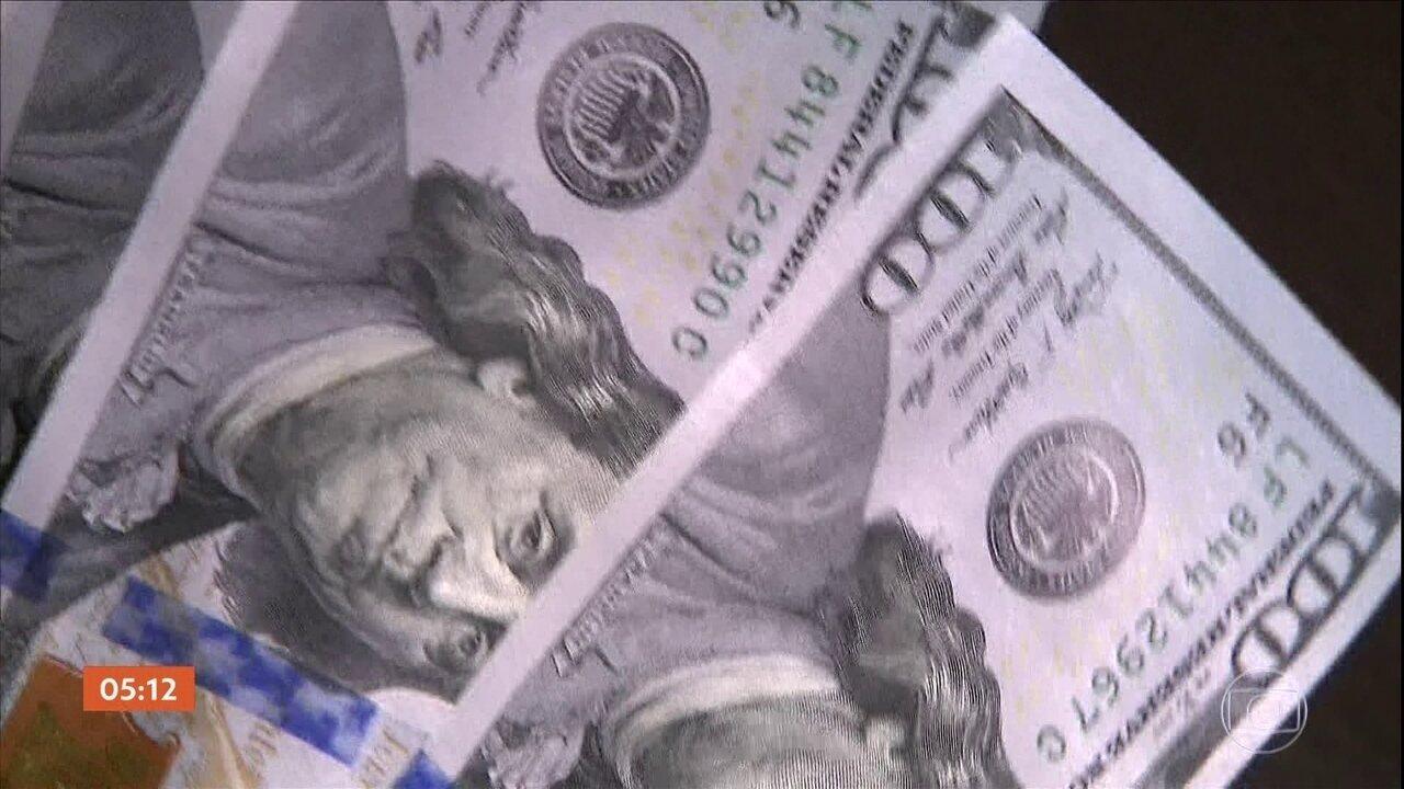 Com a alta do dólar, os brasileiros reduzem os gastos no exterior