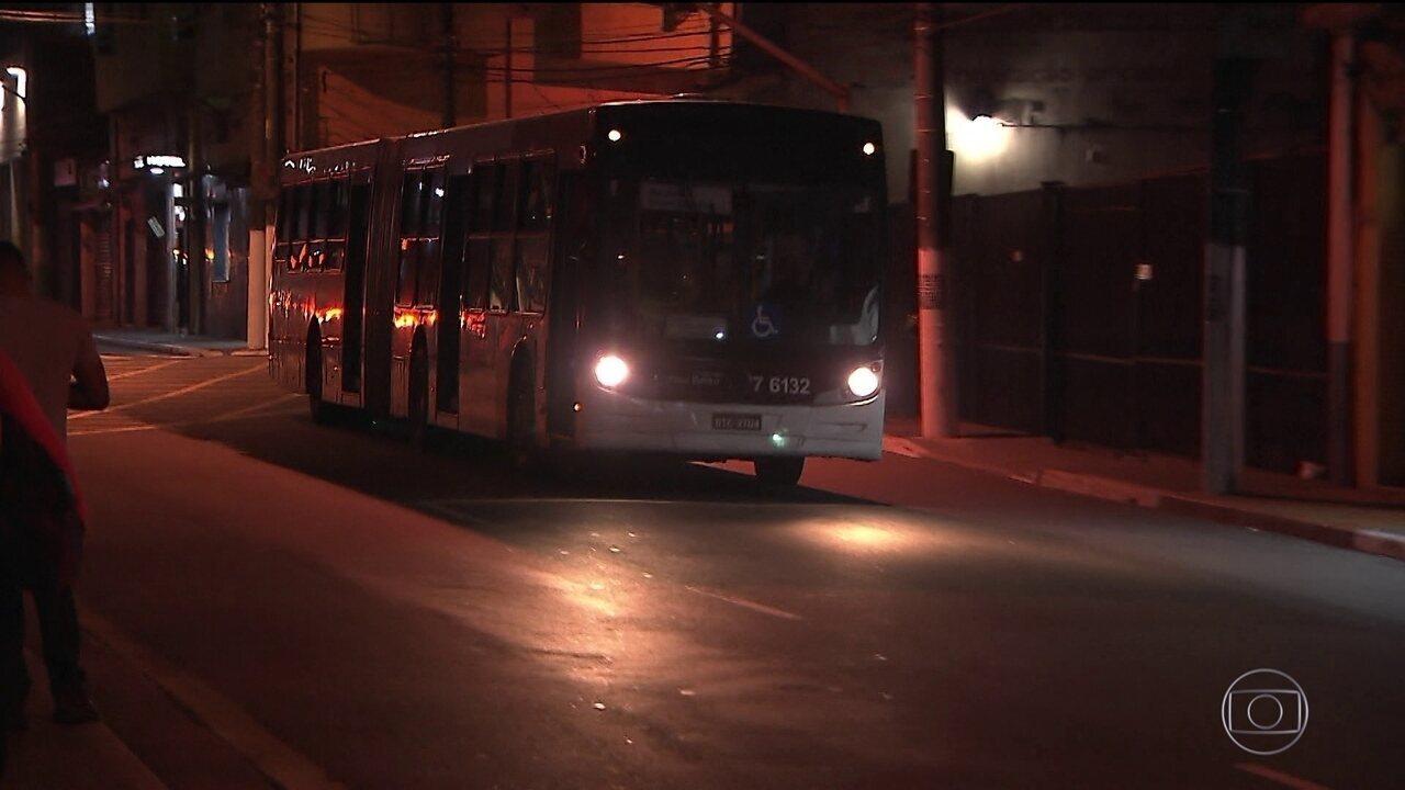 Motoristas desligam letreiros de ônibus com medo de assaltos em SP
