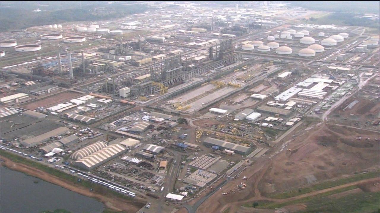 Petrobras assina contrato com empresas chinesa e brasileira para retomar obras do Comperj