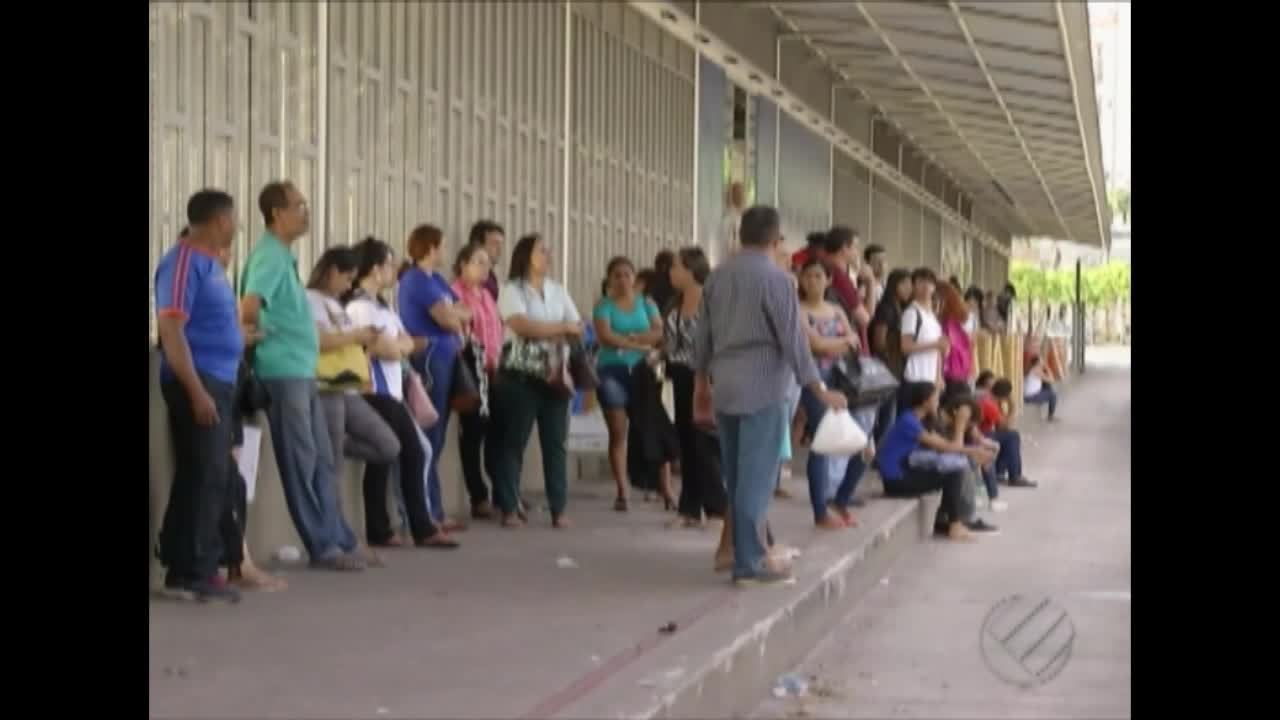 Usuários reclamam da demora de ônibus no terminal de integração do BRT em São Brás