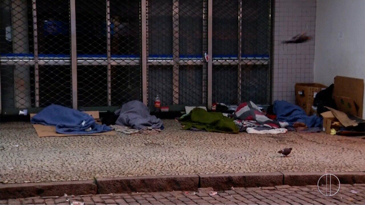 Moradores de Petrópolis ficam preocupados com número de pessoas dormindo nas ruas