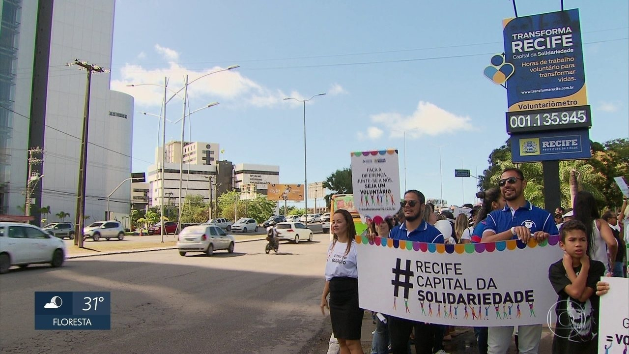 Recifenses celebram Dia Nacional do Voluntariado