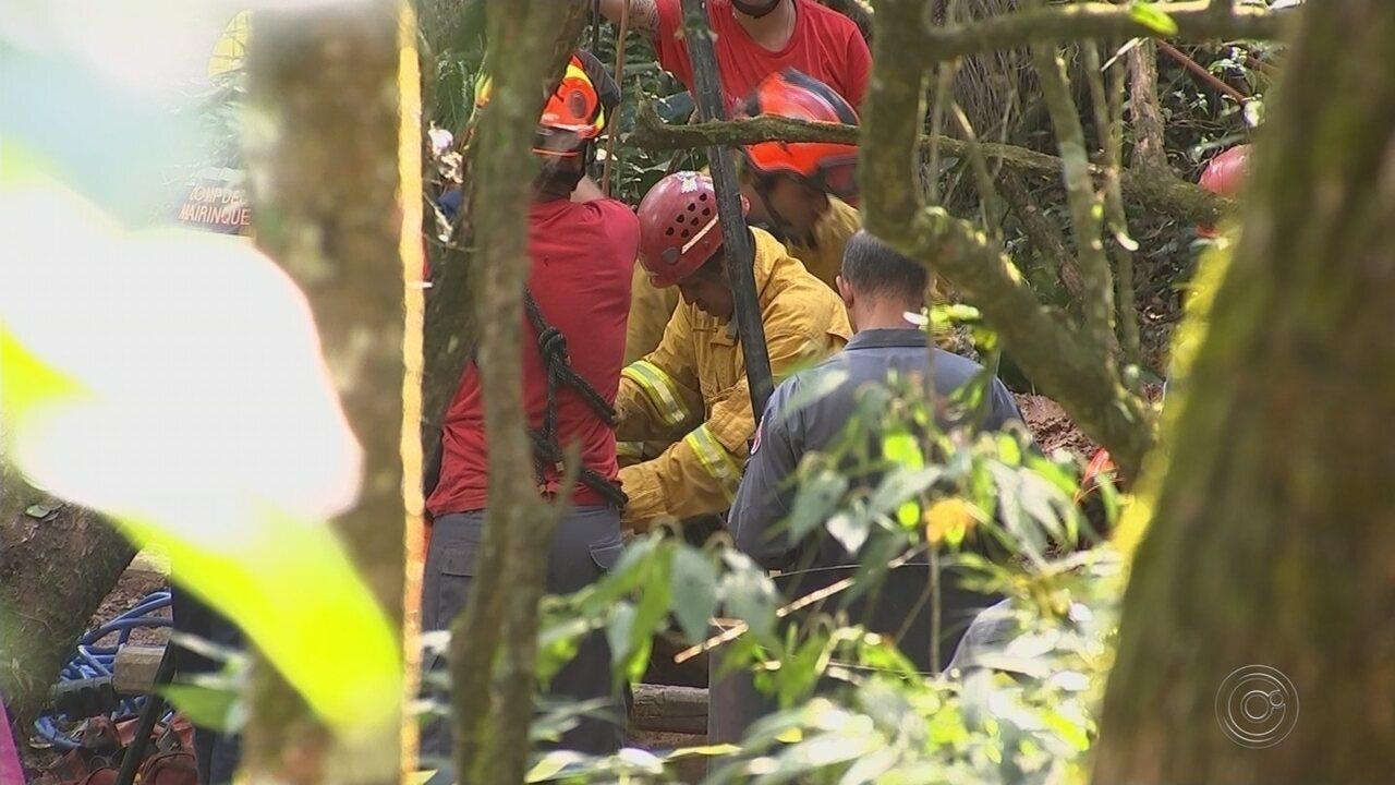 Bombeiros retiram corpo de homem soterrado em poço de Mairinque depois de 20 horas