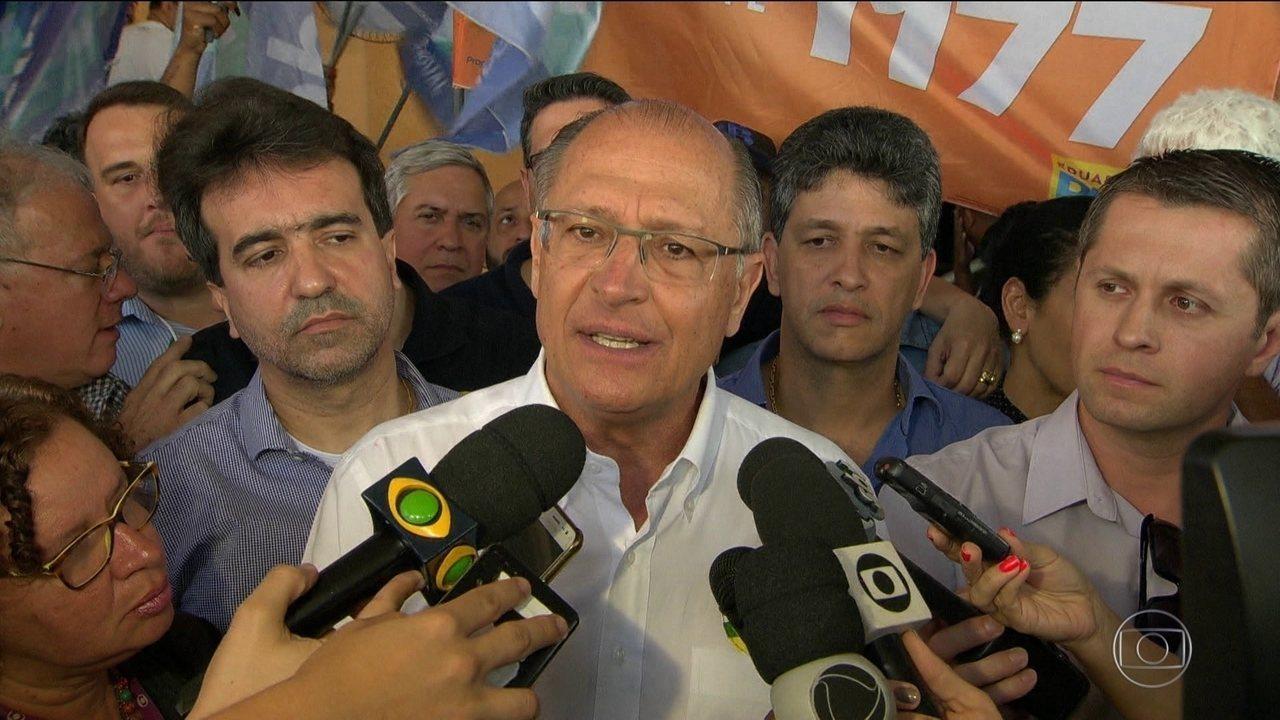 Candidato do PSDB, Geraldo Alckmin, faz campanha no Rio de Janeiro