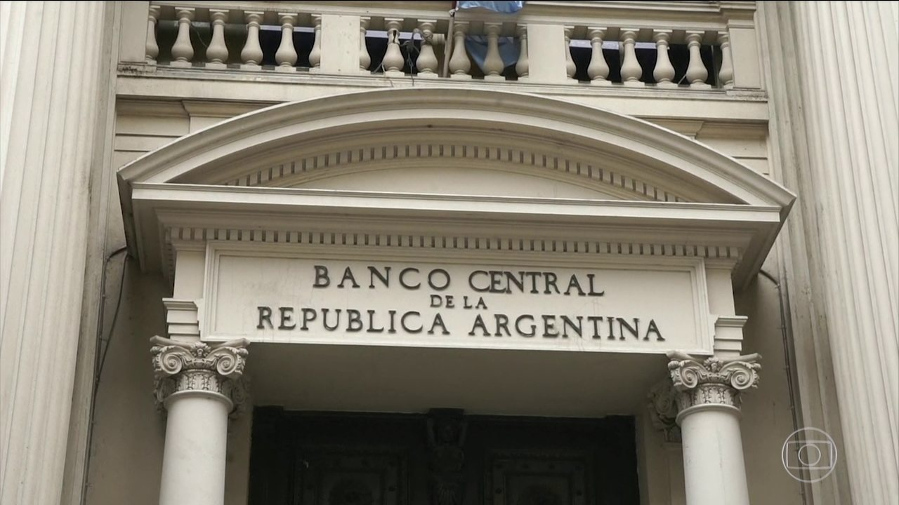 Argentine peso drops 16% a day after Macri has announced a new agreement with the IMF