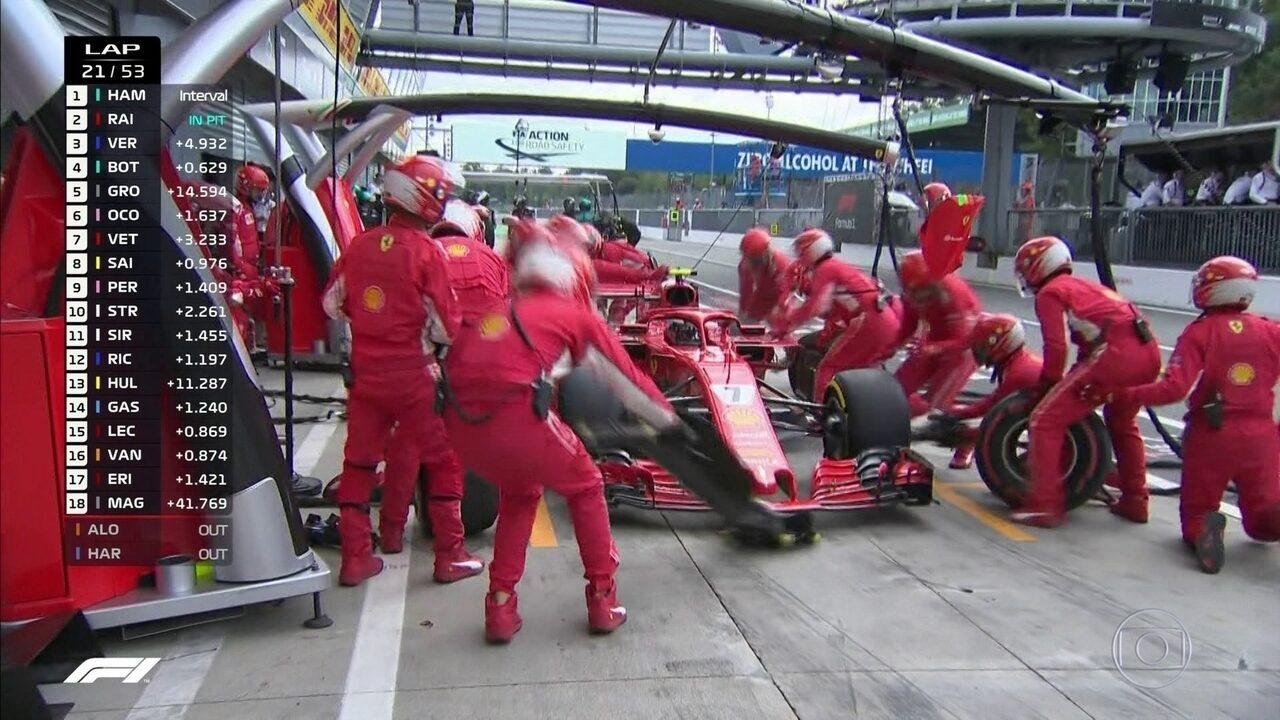 Mercedes blefa, e Raikkonen para nos boxes