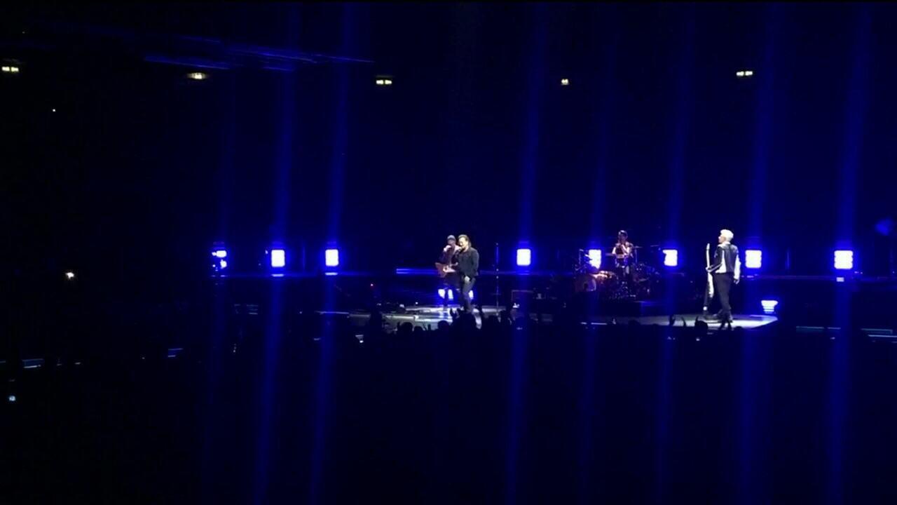 Bono Vox fica sem voz e U2 suspende show em Berlim