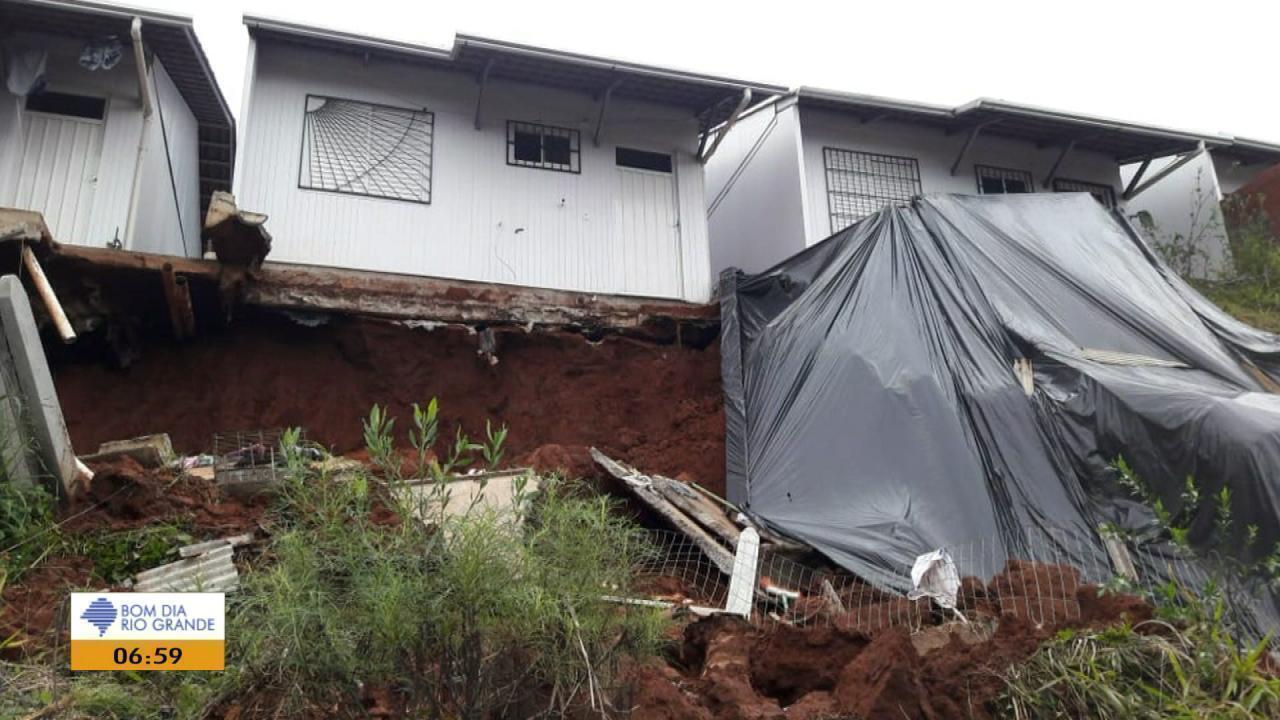 Após deslizamentos de terra, casas são interditadas em Novo Hamburgo