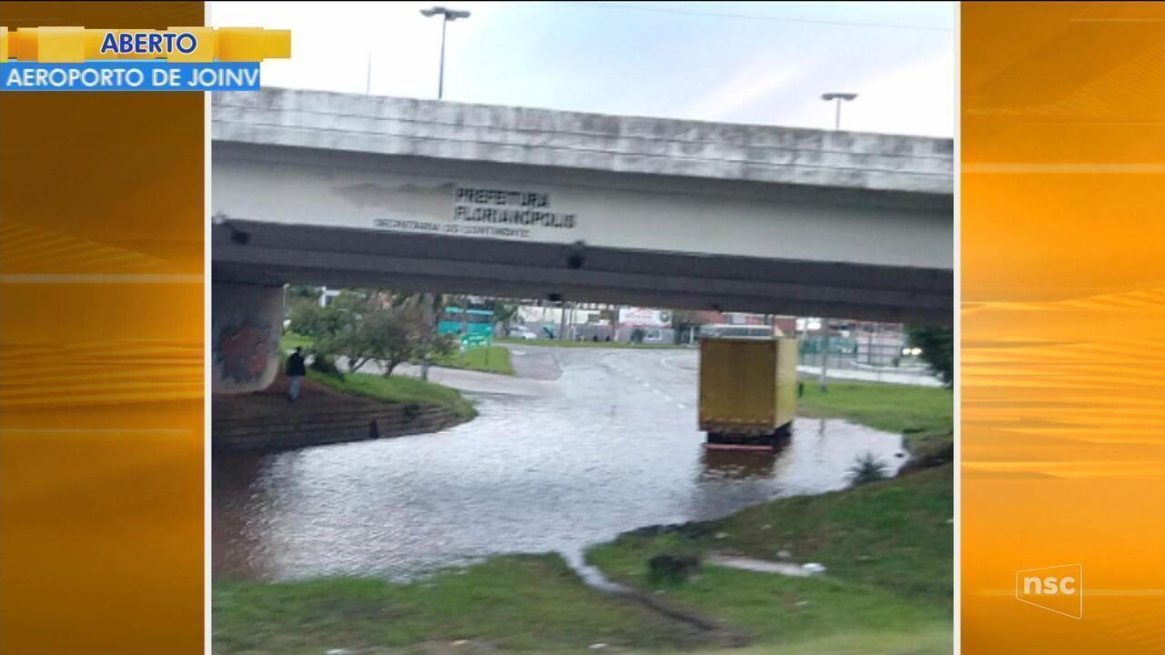Chuva provoca deslizamentos e alagamentos em pontos de Florianópolis