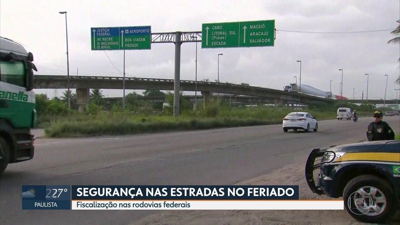Operação da PRF fiscaliza motoristas em estradas de Pernambuco durante o feriadão