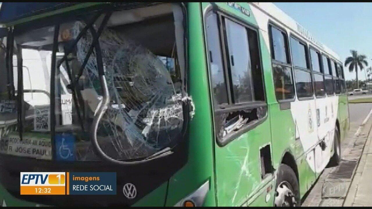 Dois ônibus se envolvem em acidente no terminal do Shopping Iguatemi, em Campinas