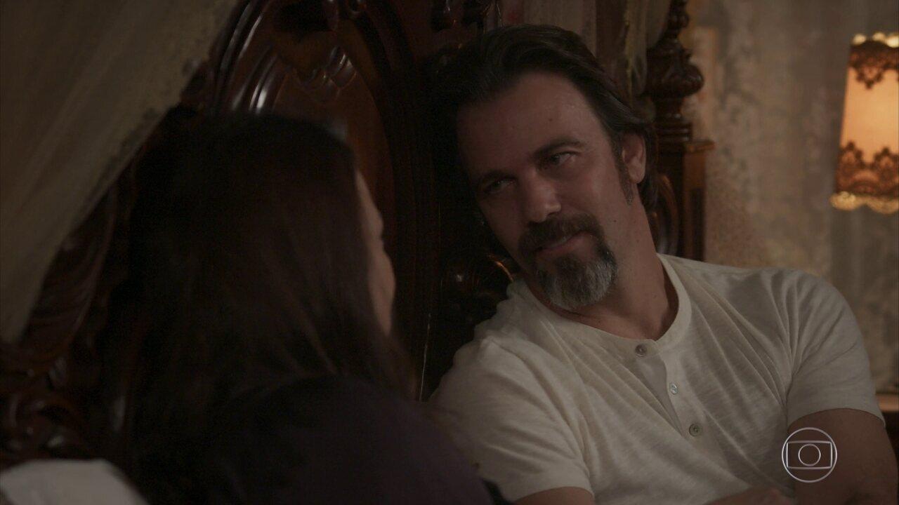Aurélio declara seu amor por Julieta