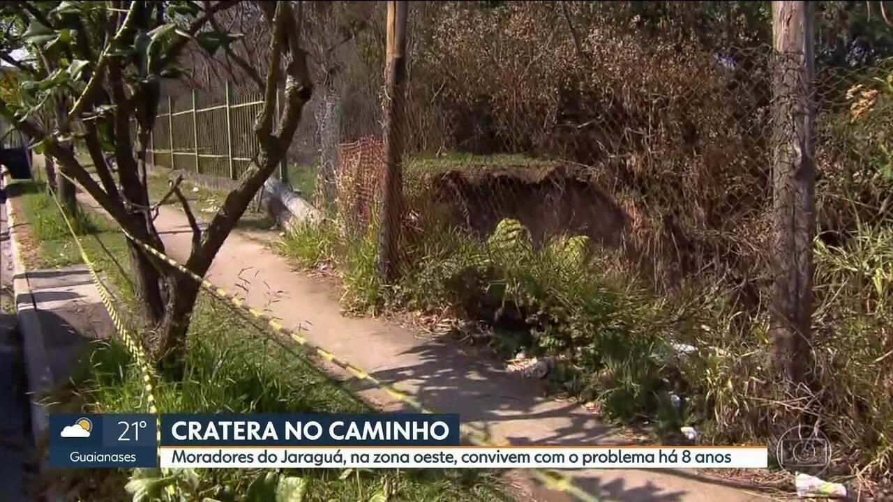 Moradores do Jaraguá reclamam de cratera no Parque Pinheirinho D'Água