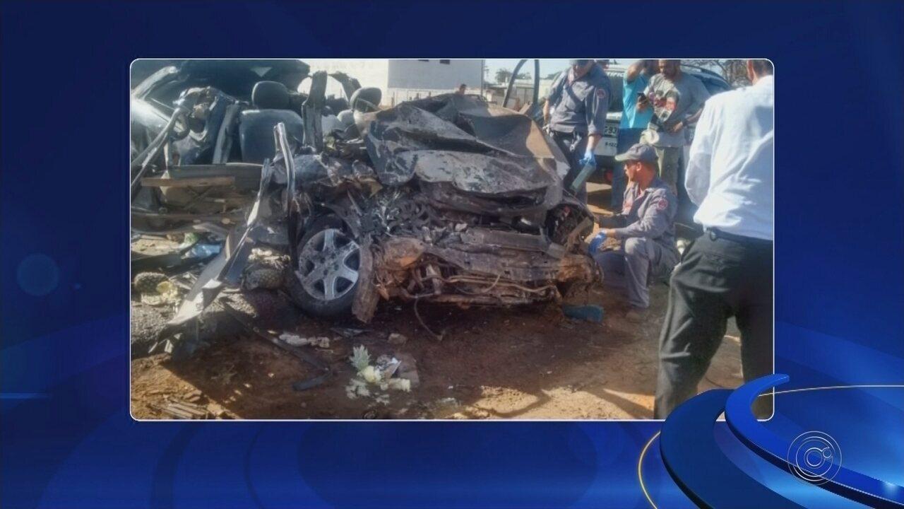 Passageiro morre em acidente entre carro e caminhonete na BR-153 em Rio Preto