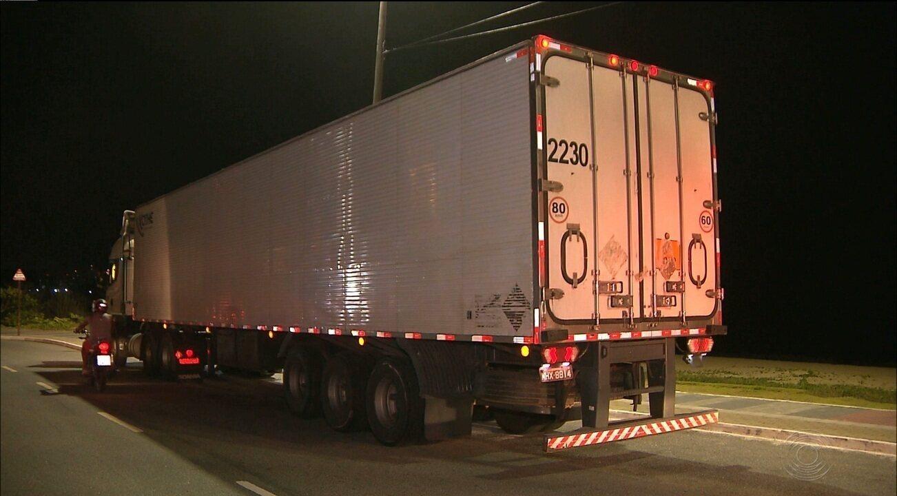Motorista com sintomas de embriaguez é flagrado dirigindo caminhão na orla de JP